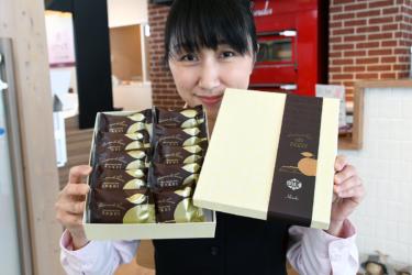 ほんだ菓子司岩見沢いなほ公園店の包装紙に日本遺産「炭鉄港」ロゴマーク